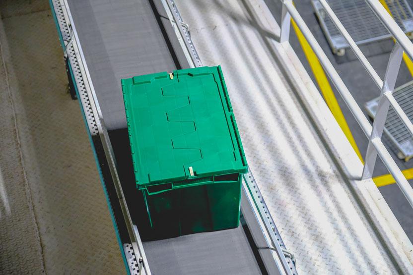 7 Ventajas de los cajas de plástico para distribución