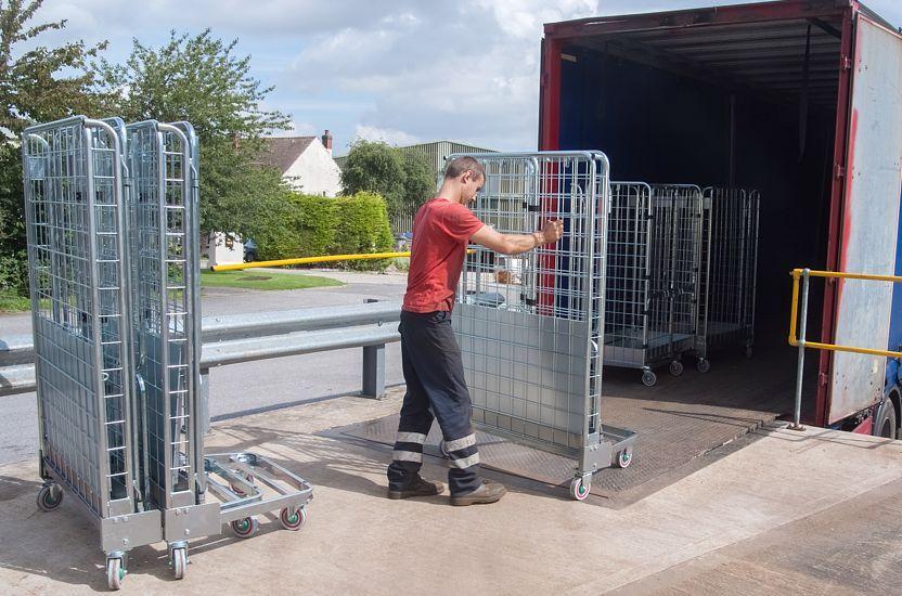 ¿Por qué los roll containers sun fundamentales para tu negocio?